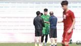 """HLV Park Hang-seo """"họp kín"""" Bùi Tiến Dũng trước bán kết SEA Game 30"""