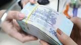 Lãi suất ngân hàng đồng loạt hạ, gửi tiết kiệm thế nào lãi cao?