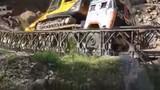 Clip: Khoảnh khắc cầu đổ sập khi xe quá tải băng qua