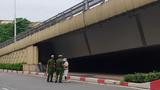 Phạt 1 triệu đồng người đánh golf ở gầm cầu vượt Nguyễn Chí Thanh