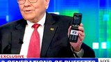 Warren Buffett chê iPhone X, tỷ phú khác dùng điện thoại gì?