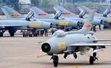 Không quân Trung Quốc đông nhưng toàn máy bay cũ!