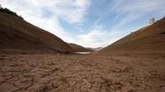 Ảnh: Hạn hán nghiêm trọng ở Mỹ, hồ nước khô cạn