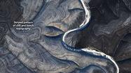 Bắc Cực bỗng giống Sao Hỏa với những hoa văn uốn lượn lạ lùng