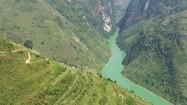 Vẻ đẹp hùng vĩ của thung lũng kiến tạo độc nhất tại Việt Nam