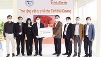 COVID-19: Chủ tịch VUSTA Phan Xuân Dũng trao tặng vật tư y tế cho tỉnh Hải Dương