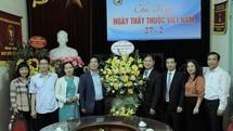 TSKH Phan Xuân Dũng thăm, chúc mừng Tổng hội Y học Việt Nam và Hội Đông y Việt Nam