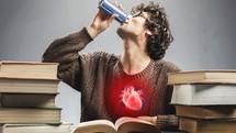 Suy tim vì uống nước tăng lực liên tục: Lời cảnh báo giới trẻ