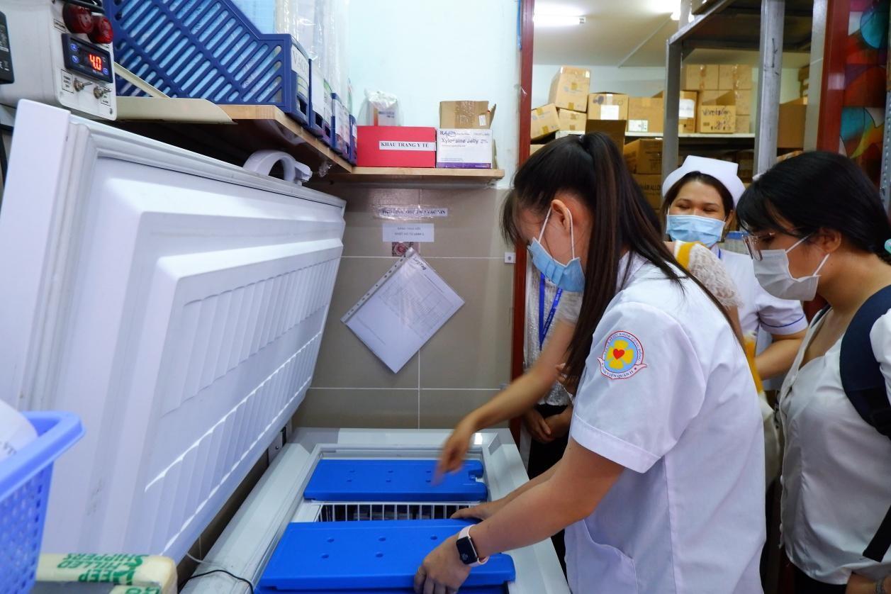e-Magazine: Chich ngua cham… sao khong de benh vien tu dat chuan tiem vac xin COVID-19?-Hinh-2