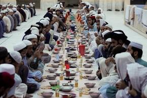 Toàn cảnh tín đồ Hồi giáo thế giới bước vào tháng ăn chay Ramadan