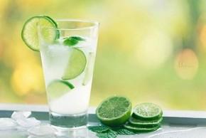 Những sai lầm khi uống nước chanh chị em cần bỏ ngay