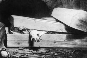"""""""Thót tim"""" chuyện người bị chôn sống may mắn thoát chết"""