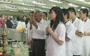 Sinh viên y khoa tri ân những xác chết