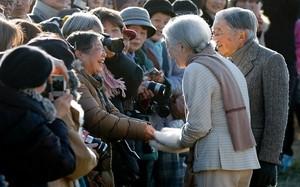 """Kinh ngạc cụ bà 80 là fan """"cuồng"""" Hoàng gia Nhật Bản"""
