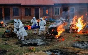Cảnh tượng ám ảnh tại nơi hỏa táng bệnh nhân COVID-19 ở Nepal