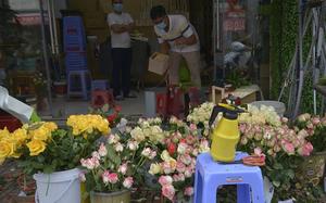 Ngày lễ tình nhân: Hiếm cửa hàng hoa mở cửa, thưa người mua