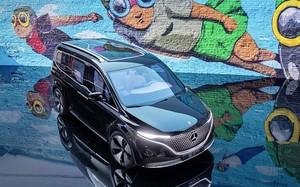 """""""Soi"""" Mercedes-Benz EQT 2022 - xe van 7 chỗ hạng sang chạy điện"""