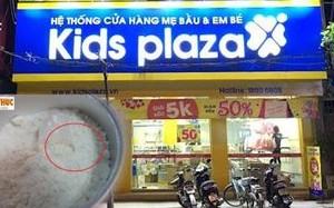 """Sữa Enfagrow có """"vật thể lạ"""": Hành xử của Kids Plaza khiến khách hàng bực thêm"""