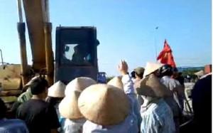Công an tiếp tục điều tra vụ máy xúc chèn dân ở Hải Dương