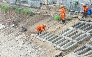 Cống ngầm gom nước thải 'giải cứu' sông Tô Lịch được lắp đặt ra sao?