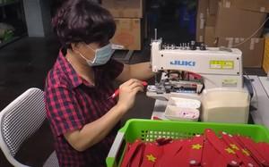 Video: Hàng ngàn tai giả đeo khẩu trang từ Hà Nội gửi tặng TP.HCM chống dịch