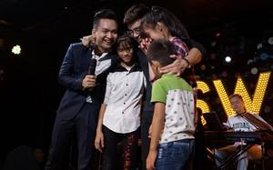 Đông Hùng đóng học phí cho 3 em nhỏ Phú Thọ bất chấp nợ lớn