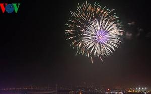 Hà Nội bắn pháo hoa nghệ thuật ở bãi giữa sông Hồng