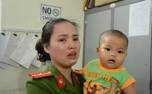 Bố bé trai 7 tháng bị bỏ rơi không hiểu vì sao vợ làm vậy?