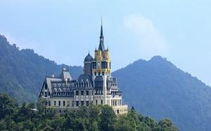 """Vì sao chủ lâu đài """"khủng"""" trên đỉnh Tam Đảo có nhiều dự án """"lọt tầm ngắm"""" thanh tra?"""