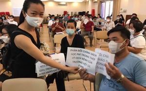 """Trường Quốc tế Việt Úc tận thu học phí dịp COVID-19: Phụ huynh """"vây"""" trường phản đối"""