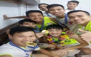 Đoàn binh trẻ U21 HAGL rộn ràng khoe cup vô địch