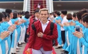 Dân mạng nức lời khen U23 Việt Nam xuống sân bay như sao quốc tế