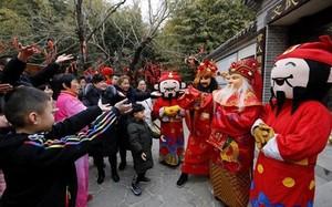 Không phải vàng, người Trung Quốc mua gì cầu may ngày Vía Thần Tài?