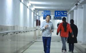 Tránh rét, người Hà Nội 'chui' xuống hầm đường bộ tập thể dục