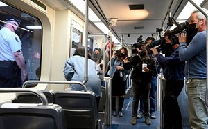 Mỹ: Cô gái bị cưỡng bức trên tàu, hành khách quay video... đối mặt tội gì?