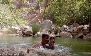 Video: Kinh hoàng 3 thanh niên vô tình ghi cảnh mình chết đuối ở hồ sâu