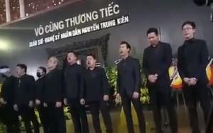 """Xúc động NSND Quang Thọ, Đăng Dương hát """"Tình ca"""" tiễn NSND Trung Kiên"""