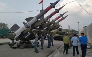 """Loạt vũ khí cực """"khủng"""" của Việt Nam bất ngờ tề tựu giữa TP. Thái Nguyên"""