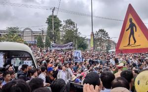 Ai cũng mong được bỏ nắm đất lên phần mộ ông Nguyễn Bá Thanh
