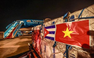 Vắc xin Abdala của Cuba về tới Nội Bài sau hơn 20 giờ bay