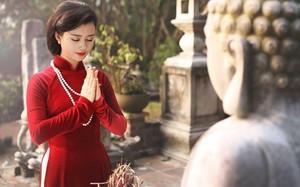 Cách chọn áo dài đi lễ chùa đầu năm vừa kín đáo vừa thanh lịch