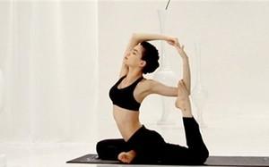 Kết thân với yoga, Hà Hồ tập những động tác cực khó, siêu gợi cảm
