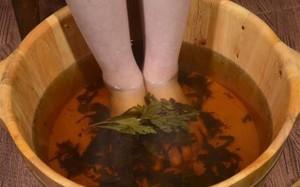 Kinh ngạc điều xảy ra khi bạn ngâm chân bằng nước ngải cứu
