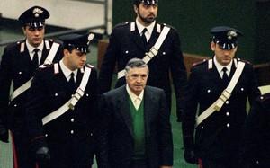 """Sự tàn bạo của """"bố già"""" khét tiếng mafia Italy, thủ tiêu cả thẩm phán"""
