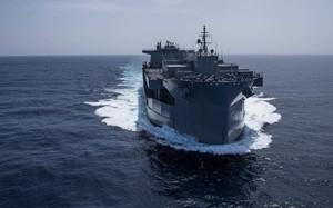 Tàu đổ bộ viễn chinh khổng lồ của Mỹ to như căn cứ nổi trên biển