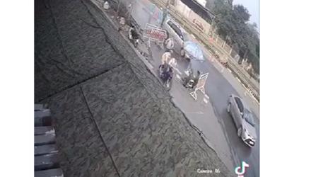 Video: Kéo lê CSGT, húc tung cả chốt kiểm dịch