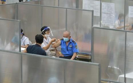 Bên trong bệnh viện dã chiến phục vụ tiêm vaccine đầu tiên tại Hà Nội