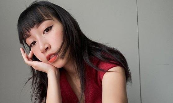 Con gái Mỹ Linh xin lỗi sau loạt ảnh tụt quần khoe vòng 3