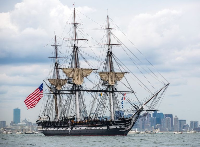 Chán tàu sân bay, Hải quân Mỹ tính đóng tàu nhỏ số lượng lớn