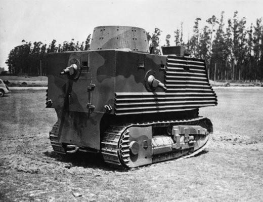 Máy kéo bọc thép của Liên Xô từng khiến kẻ địch khiếp vía